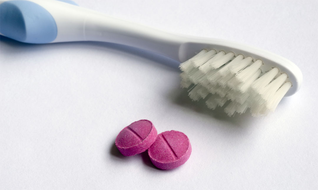 How clean are your teeth? Find out with DIY disclosing tablets, gel or toothpaste!